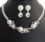 One Line Cubic and Three Pearl Necklace Set