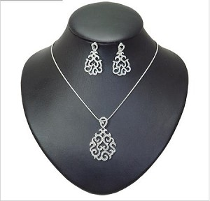 Classic Crystal Patterned Necklace and Earring Set