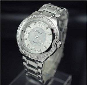 Shiny Crystal Round Face Watch