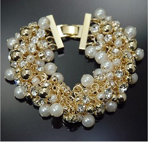 Rich Pearls and Chains Bracelet