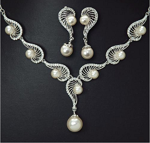 Elegance Pearl Earring and Necklace Set