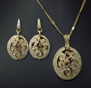 Luxury Crystal 3D Oval Pendant Necklace & Earring Set
