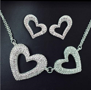 Trendy Crystal Heart Necklace and Earring Set